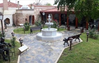 Bahçesinde nikah da kıyılabilen müzede Balkan düğünleri anlatılıyor