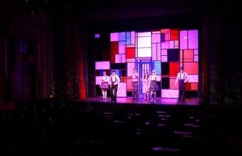 İzmir Devlet Tiyatrosu perdelerini 'İki Bekar' oyunuyla açacak
