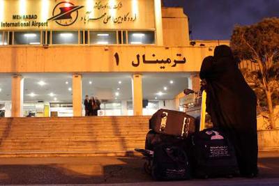İran'da da Hacılar törenlerle karşılanıyor