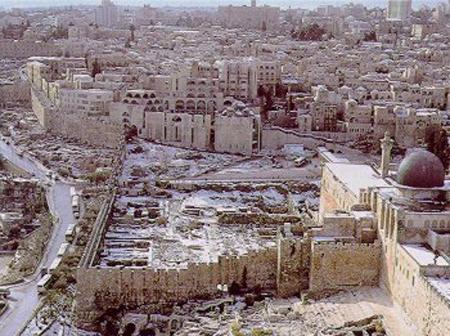 Kudüs'te bir evin, arsan olsun!