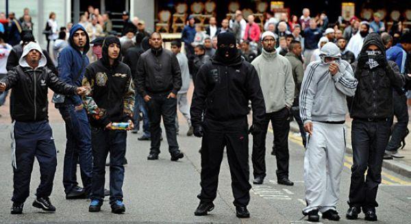 Naziler Müslümana tahammül edemiyor