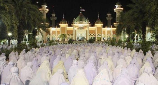 Kızgın taşlarda yalın ayak yürürüz Ramazanda!
