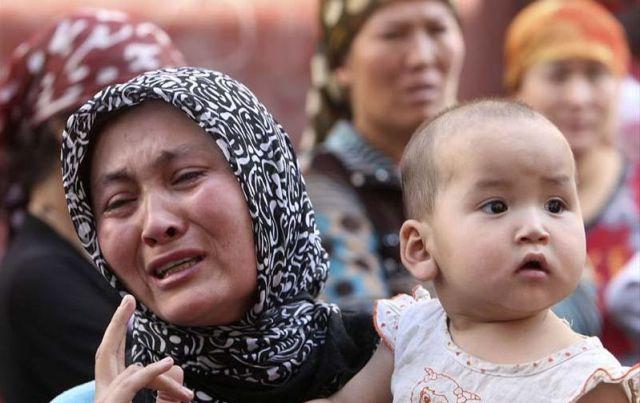 Doğu Türkistan'daki zulmü anlatıyor