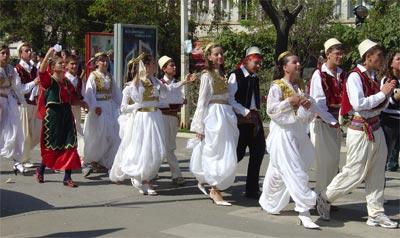 Kosova'da geleneksel kıyafetler yaşatılıyor