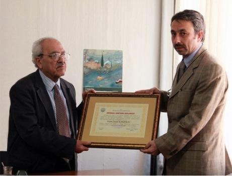 Karakoç'a onursal doktora diploması verildi