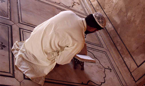 Kur'an müminin yol göstericisidir