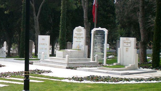 Âkif'in mezarı bunu hak edecek ne yaptı?