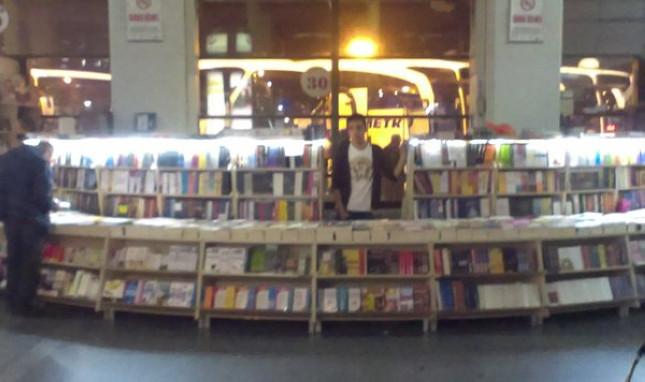O kitapları ne iyi etmişler de koymuşlar oraya