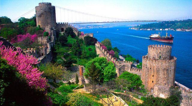 Lalesiz erguvansız İstanbul düşünülebilir mi?