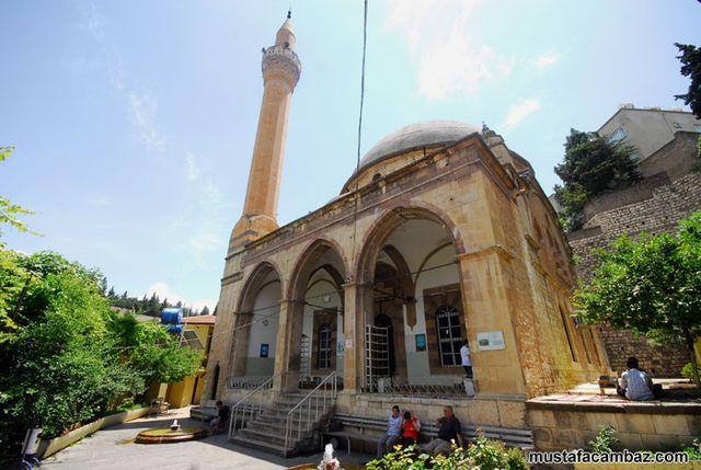 Başka bir âleme açılır gibi Acemli Camii