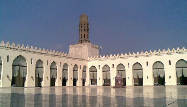 Kahire'de gökyüzüne açılan bir cami Al Hakim