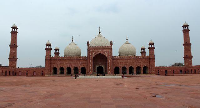 Hint menşeli dinlerin merkezlerini ziyaret ettim