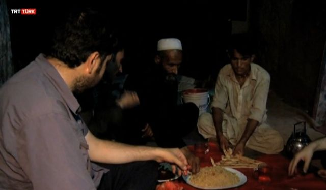 Hamdolsun iftar açacak bir yemeğimiz oldu (video)