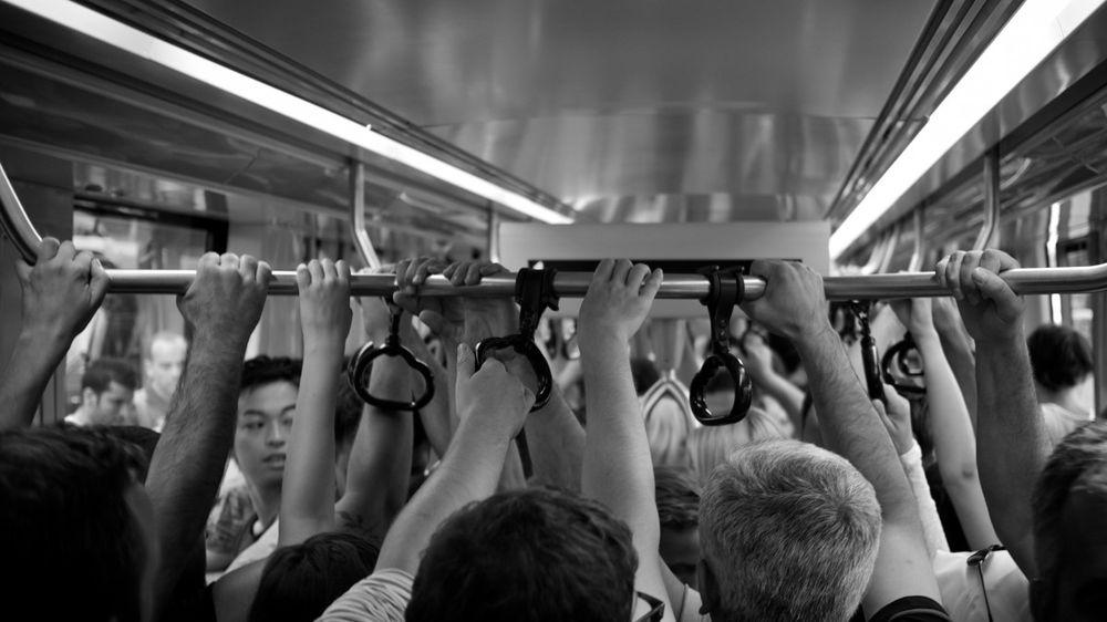 Ten ve Taş: Şehrin İnsanı İçin Artık Temassızlık Güven Demek