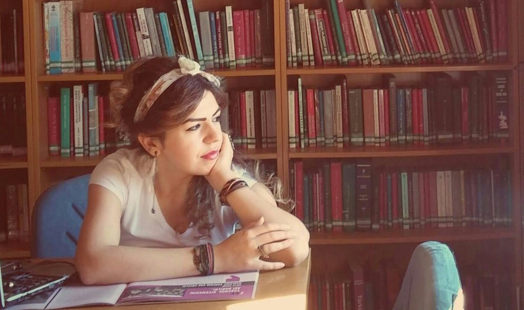 Senem Gezeroğlu'ndan Okuru Bir Basamak Üste Taşıyan Öyküler