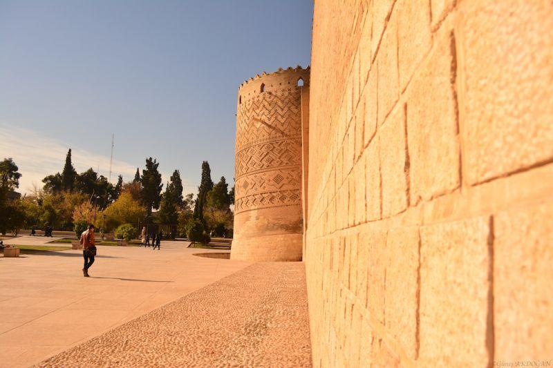 Mustafa Mestur'dan Biraz İroni, Biraz Hüzün, Biraz Şark Havası