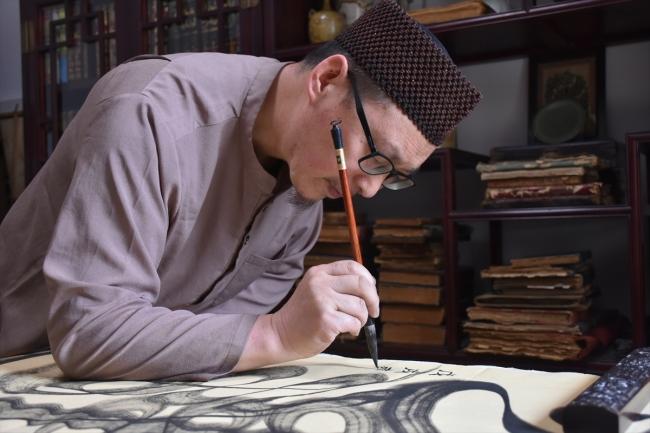 Çin'de Hat Sanatını Yaşatan Müslüman Sanatçı: Muhammed Fudayl Ma
