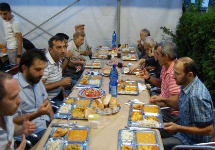 Viyana'da iftar veriyorlar!