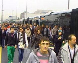 Metrobüslerden Akif'e vefa!