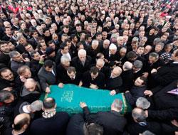 Cenaze namazı neden ayakta kılınmış
