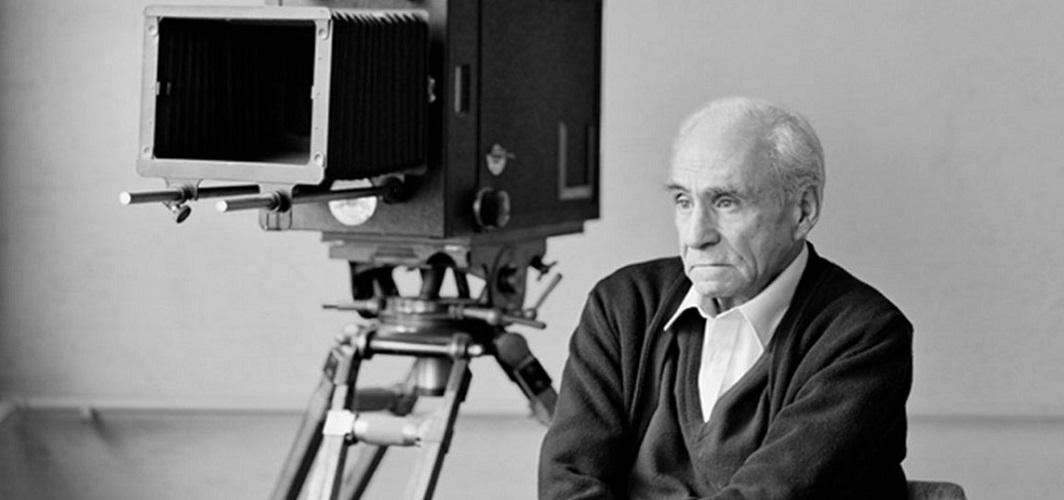 Filmlerinde Türk insanının peşine düşen bir yönetmen: Ömer Lütfi Akad