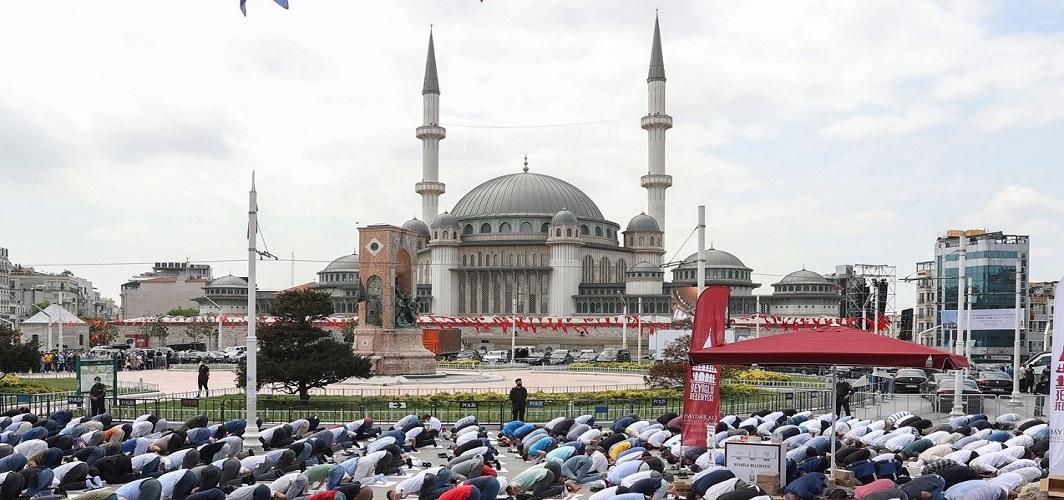 Kıyamet Sûresi'ni dinlerken Taksim'de bir cami tasavvuru