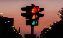 Trafik ışıklarında hitâm-ı ömrü düşünmek