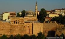 İvaz Efendi Camii surlarda İstanbul'u beklemeye devam ediyor