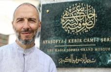 Ayasofya-i Kebir Camisi'nin isminin yeraldığı levhadaki hattı Kabe'nin yazılarını yazan hattat yazdı