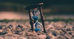 """""""Saatin kendisi mekân, yürüyüşü zaman, ayarı insandır"""""""