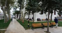 İstanbul Yorgunları İçin Bazı Bahçeli Camiler