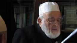 """M. Emin Saraç Hocamız """"Muhammed Hamza"""" isimli bebeğin kulağına ezan-ı Muhammedi okuyor"""