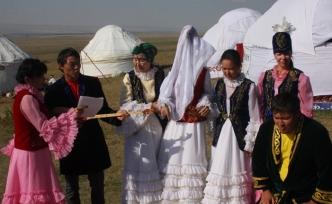 Kazakistan'da evlenecek kişilerin 7 ceddine kadar bakarlar