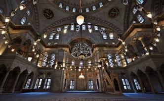 Camiye giriş kuralı: Tayyib ruh, tayyib bedende gerek!
