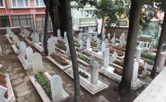 Bursa'da Kıyıda Köşede Kalmış Zeyniler Kabristanı ve Molla Hüsrev