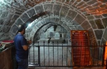 Bitlis'te tarihi Feyzullah El Ensari Türbesi ziyarete açıldı