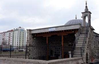 'Minyatür camiler' asırlara meydan okuyor