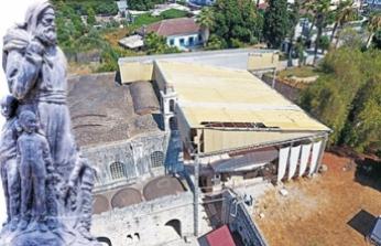Aziz Nikolas Kilisesi'nin çatısı çürüdü
