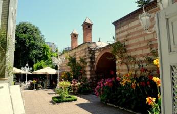 Eşsiz Bir Okuma Köşesi: Cedid Mehmed Ağa Medresesi