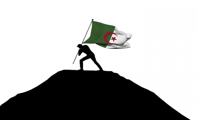 Cezayir'den dipdiri bir çağrı: Güller Ağlar Ülkemde