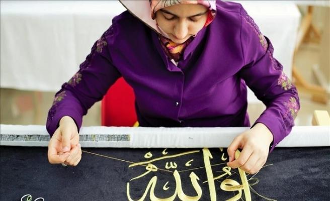 Diyarbakırlı kadınlar peygamber makamları için örtü işliyor