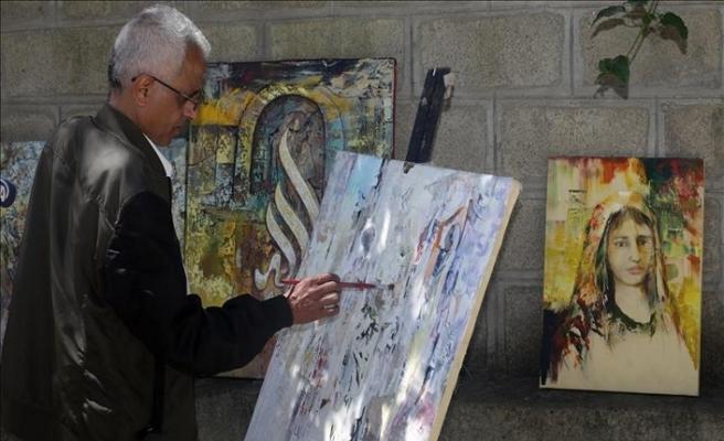 Mülteci ressam tablolarına Yemen halkını işliyor