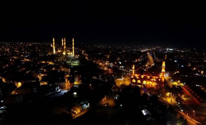Osmanlı mirası camiler gece de göz alıcı