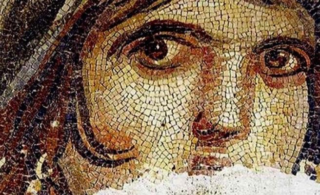 Dünyaca ünlü Çingene Kızı mozaiğinin parçaları Türkiye'de