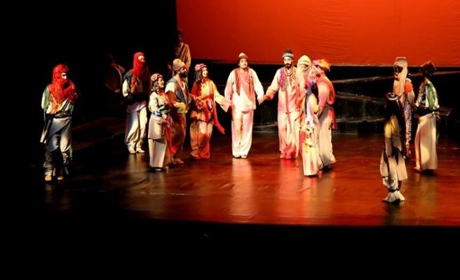 """""""Mem ile Zin"""" Diyarbakır Devlet Tiyatrosunda sahneleniyor"""