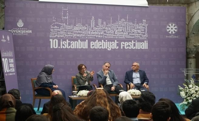 """10. İstanbul Edebiyat Festivali'nde """"Roman"""" konuşuldu"""