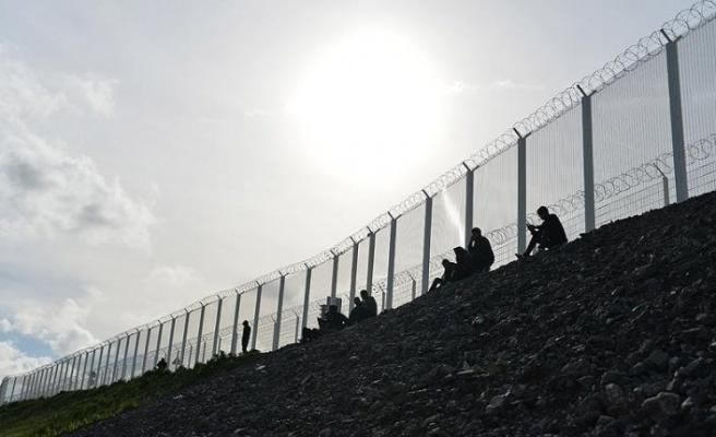 İngiltere sığınmacıları donanmayla engelleyecek