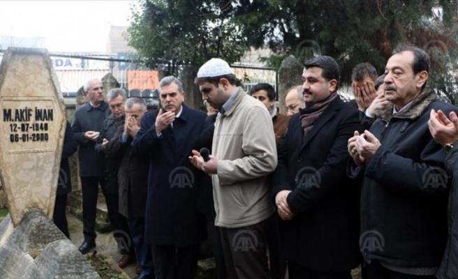 'Kudüs şairi' Akif İnan mezarı başında anıldı