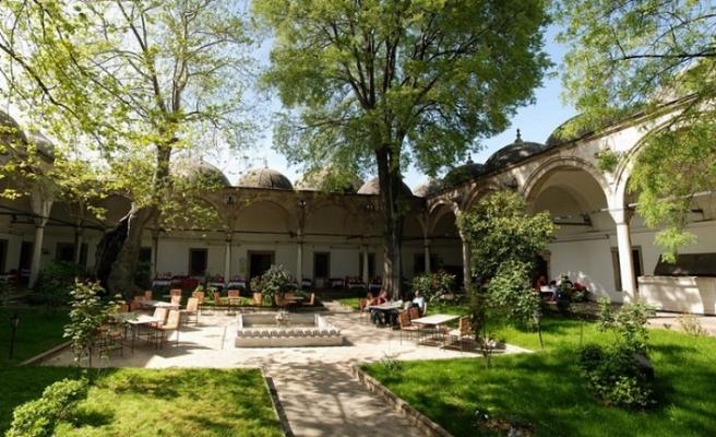 Osmanlı medreseleri, Selçuklu ve Anadolu Beylikleri devri müesseselerinin bir devamıdır