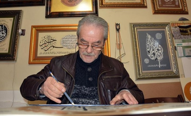 Suriyeli hattat sanatını Türkiye'de sürdürüyor